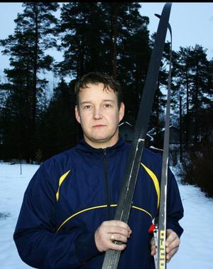 Magnus Nordin från Mjösund har åkt skidor sedan han var liten och han tror stenhårt på sin uppfinning som ger bättre fäste i spåren.