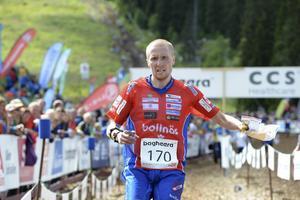 Jerker Lysell är världsmästare i sprint efter ett lysande lopp i Strömstad.
