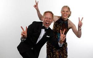 Julia Tollin på scenen tillsammans med Peter Settman på Stockholmsmässan i Älvsjö. Foto: Victor Ackerheim