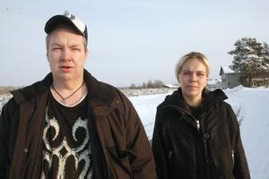 Tommy Engberg och Monica Johansson anser att Backens skola ska vidta andra åtgärder efter den anmälda misshandeln.