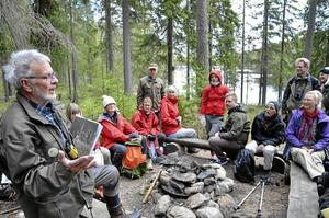 Många deltagare. Hela 35 personer slöt upp på Hopajolas 20-årsjubileum i Kindla, och Sivert Juneholm berättade om kampen att skydda Kindla.