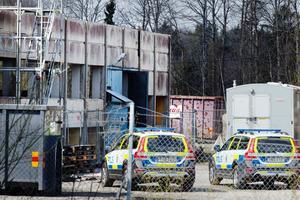 Olyckan på arbetsplatsen vid gamla Strängbetong utreds nu av polis och åklagare.