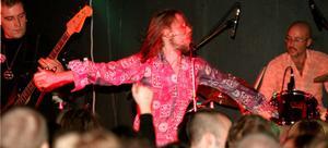 Shades Of Orange spelade på Hultsfredsfestivalen 1991 - nu återförenas de för en speling på Pipeline.