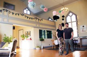 Mirja och Jonatan Tuori lämnade Stockholm och valde bort den planerade flytten till Thailand för att i stället flytta till Lövåsens missionskyrka utanför Hedesunda.