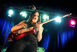 Erja Lyytinen spelar på Jazzköket.