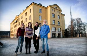 Massor av nya erfarenheter och vänner. Det har Emma Östman, Sanna Källarsson och Ida Tusa Sundgren med i bagaget efter utlandspraktiken. Längst till höger lärare Catarina Söderlind.
