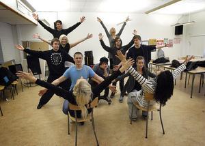 Repetitionerna är i full gång på estetprogrammets tredje årskurs.