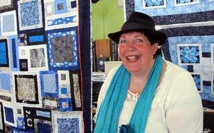-- Gillar man quiltat så kommer man hit och får en positiv överraskning när man får se hattar också, säger Eva-Lisa Borres som förmedlar utställningar på CTH hattmuseum i Borlänge. FOTO: ANGELICA LINDVALL