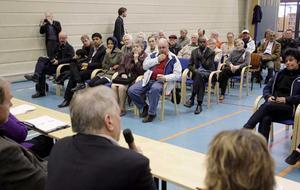 Allvar. Uppslutningen var stor och frågorna många när medborgare och politiker möttes under vårfesten på Råby för att diskutera allvarliga saker.