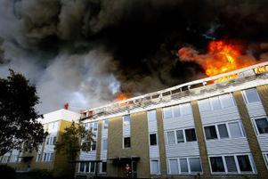 Lågorna och röken syntes över hela Sundsvall, men enligt räddningstjänsten ser röken otäckare ut än den är.