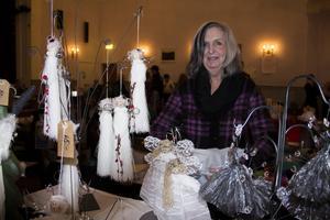 Majken Lindberg från Gävle tillverkar och säljer änglar, men änglamakerska vill hon absolut inte bli kallad.