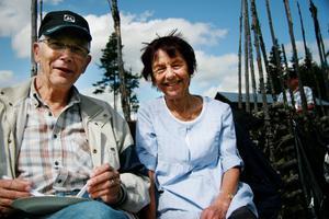 Roger Persson har skrivit boken Fäbodlivets vardag för den som vill veta mer om forna tiders fäbodliv och Runa Stenberg har växt upp på Hagavallen sommartid där hennes mamma var fäbodjänta.