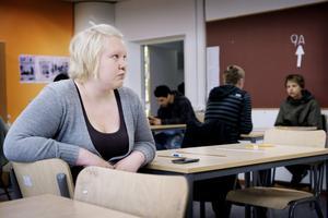Liza Karlsson säger att hon klarade sig bra på första nationella provet i matematik – för att vara hon. Nu är hon orolig för att misslyckas på det nya provet.