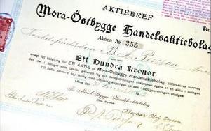 Ett av Mora Östbygge Handelsaktiebolgs första aktiebrev från 1912. Rivningen av magasinet är en förlustaffär för bolaget som ville köpa marken, men som kommunen tog över.