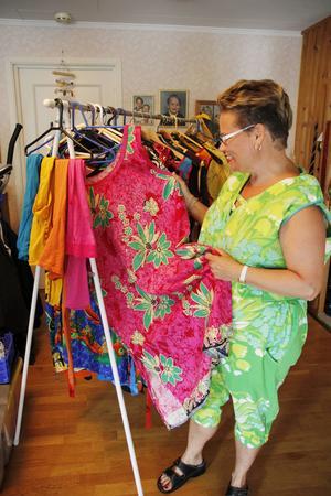 Den rosa klänningen är den första klänningen Ann-Marie sydde. Tyget kommer från en gardin hon köpt i Egypten.