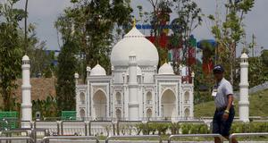 Över 40 miljoner legobitar användes för att bygga Asiens olika sevärdheter. Här Taj Mahal.