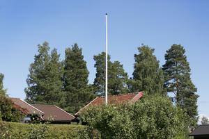2017 drabbades familjen Kallur i Vikarbyn av flaggtjuvar.
