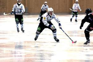 Tomas Hellberg var planens gigant i den första halvleken. Då gjorde han ett mål och spelade fram till två.