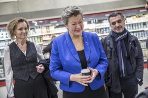 Ylva Johansson (S), arbetsmarknadsminister. Här flankerad av Boel Godner (S) och Aydin Özkaya (S) vid ett Södertäljebesök.