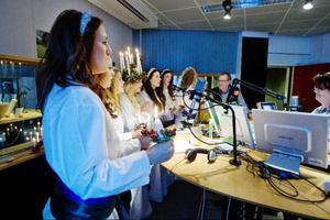Luciatåget uppträder i programmet