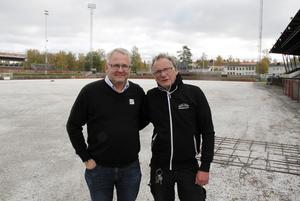 Pär Söderlund med Hans-Inge Jonasson som är ismakare i Sandviken. Bilden är från i höstas.