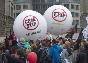 Stora demonstrationer har hållits i land efter land mot TTIP och Ceta. Här i Leipzig, Tyskland, i september i fjol.
