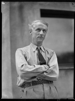 Max Ernst. Konstnären i Paris 1933. Foto: Anna Riwkin