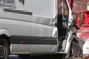 Föraren i skåpbilen klarade sig utan skador.
