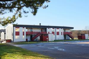 Ett av hyreshusen som kommunen ville riva i Hede blir nu varmställt och snart kan människor flytta in.