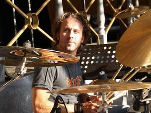 Att lyckas som musiker är allt annat än enkelt men Mårgan Höglund har gjort det. Även han har dock haft det kämpigt emellanåt.
