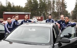 Omar Guidji, Björn Johansson, Simon Fäger, Nermin Celjo, Emil Oremo och Jonas Garcia Persson tillbringar många timmar i bilen mellan Gävle och Söderhamn.