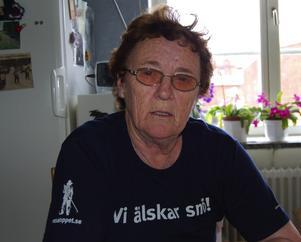 Saknar lokal. Maj-Britt Svensson har under mer än 13 års tid arbetat ideellt med att samla ihop kläder till hjälpbehövande i Östeuropa och katastrofdrabbade länder. Nu behöver hon hitta en ny lokal för att verksamheten ska kunna komma igång igen. Foto:Dan Havemose