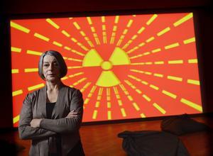 Åsa Moberg är förvånad över intresset för hennes kärnkraftsbok. Efter folkomröstningen var frågan iskall, säger hon. Här på Moderna museet där en annan kärnkraftsmotståndare står för konsten: Kraftwerks Ralf Hütter.