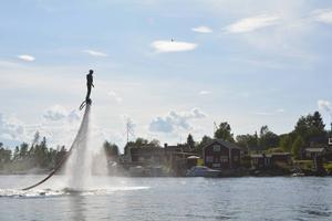 På Alnö och i Backetjärn går det prova på flyboarding.
