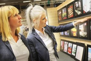 Karin Snell och Evelina Ess från arrangerande BOP visuell kommunikation.