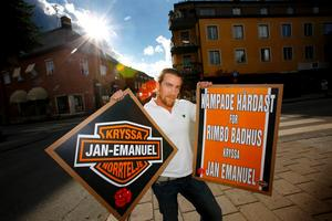 Så här såg de kontroversiella skyltarna ut för den personkampanj som Jan Emanuel Johansson (S) driver.