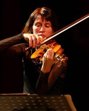 Världsberömda violinisten Viktoria Mullova kommer till Gävle – men vi får vänta i spänning nästan ett år.