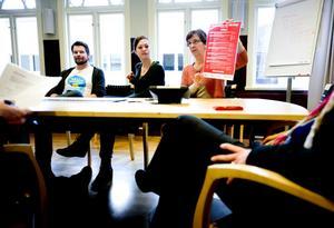 Richard Rudolfsson, ABF samt Margareta Blomgren och Unni Öhman vid kommunens enhet för hållbar utveckling, är spindlarna som vävt det aktivitetsnät som utgör Hållbarhetsveckan. En vecka där hållbarhet ska diskuteras ur flera perspektiv.