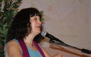 Karin Perers var talesman för C och ÃÖsgarnsbygden när hon förordade att det kan bli möjligt att bygga vindkraft pÃ¥ Rönningsberget...FOTO: KERSTIN ERIKSSON