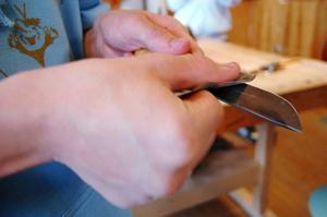 Det har tagit eleverna hela läsåret att få sina knivar klara.
