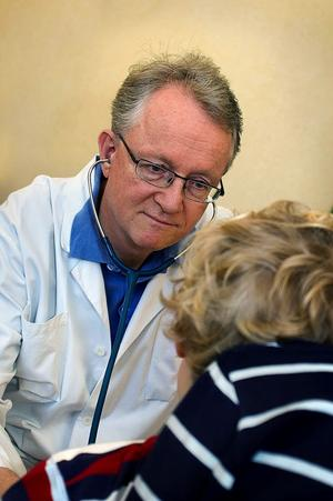 Överläkare Rutger Bennet på Astrid Lindgrens barnsjukhus behandlade de 38 smittade barnen efter TBC-utbrottet på ett dagis i Bromma 2005. I dag betecknar han alla barnen som friska.