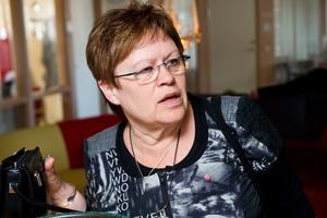 Misshandeln av en skolpolitiker i Nordmaling gör Elvy Söderström (S) i Örnsköldsvik både arg och ledsen.