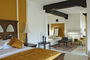 Varje rum är specialdesignat i fortet Mihir Gahr.