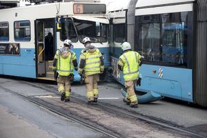 En av spårvagnarna har spårat ur i samband med krocken, ingen person ska dock ha skadats allvarligt.
