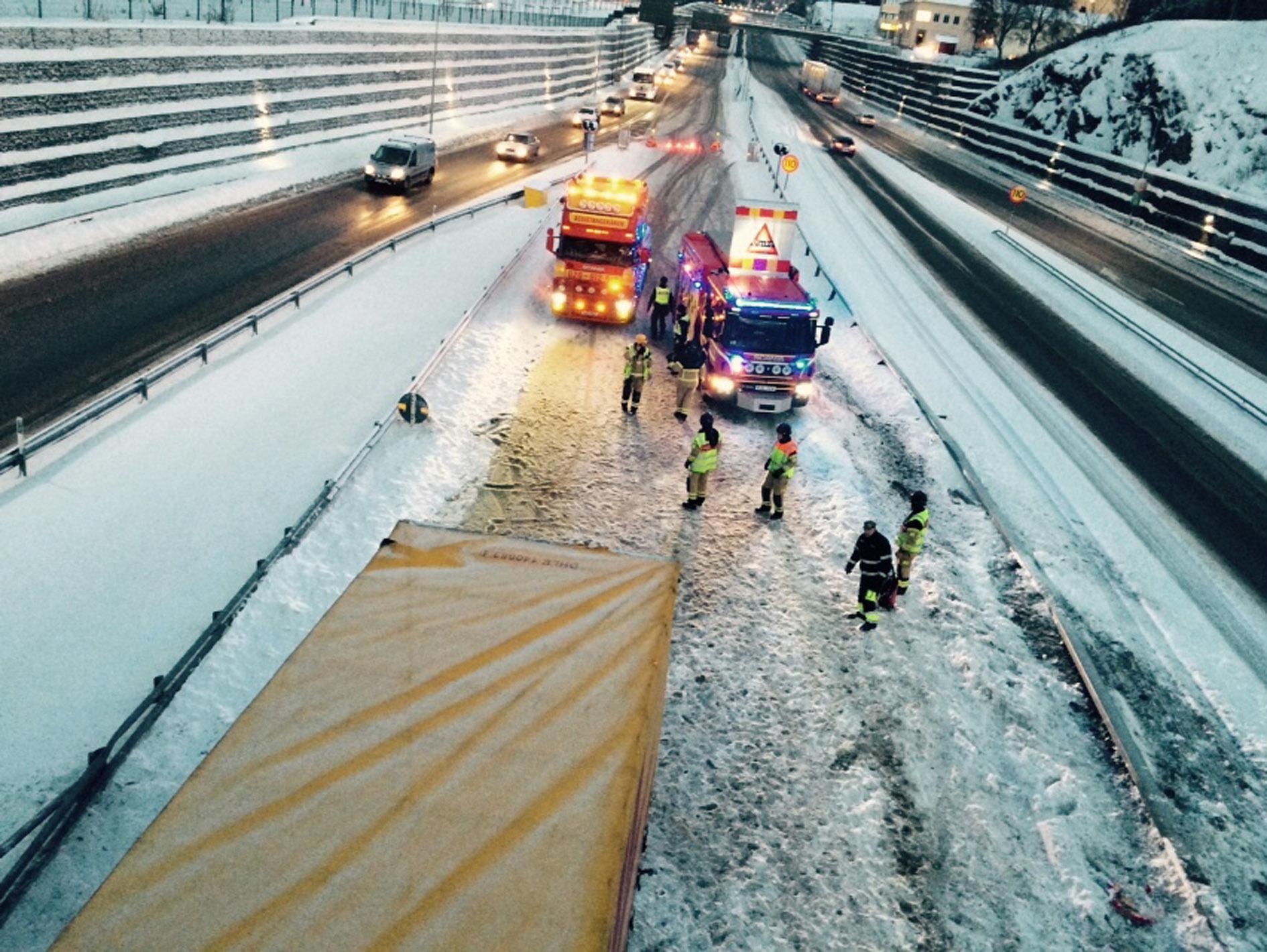 Modd och halka orsakar trafikproblem