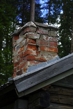 En skorsten ska repareras och få ett tak av skiffer för att bättre klara sig mot väder och vind i framtiden.