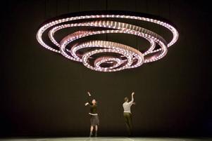 Position of elsewhere. Rachel Tess och Marylise Tanvet dansar. Foto: Urban Jörén