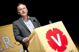 kanske. Kanske kan Vänsterpartiets nye ledare Jonas Sjöstedt vinna väljare från gruppen osäkra och från Miljöpartiet. Men från S, nu på rekordlåga nivåer, kan knappast så värst mycket hämtas.