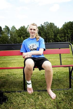 Kul med fotbollskonfirmation. Sofia Nordström är glad att hon har valt fotbollsvarianten, även om hon tänkt konfirmera sig annars i alla fall. – Jag hoppas på att lära mig lite mer om livet. Och vi gör det roligt, så då lär man sig mer, säger Sofia.