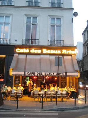 Kulturlivet. I Paris hör även trottoarkaféerna ihop med de sköna konsterna.